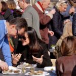 Myvesinet.com créé l'événement avec le premier « apéro huîtres » sur la Place du Marché !