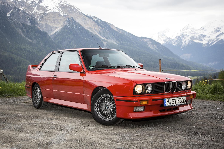Chez les Allemandes, ce sont les vieilles BMW qui retiennent l'attention des youngtimers, notamment les séries M, telles que la BMW M E30 qui a vu le jour en 1986.
